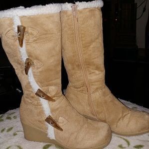Womens Groove boots size 8